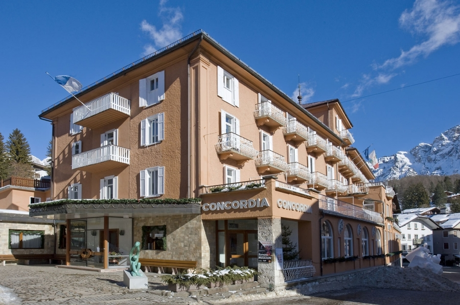 Apartment rental in Cortina dAmpetstso on the beach with swimming pool
