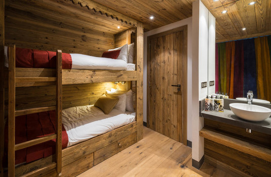 Chalet Papillon Bedroom 5