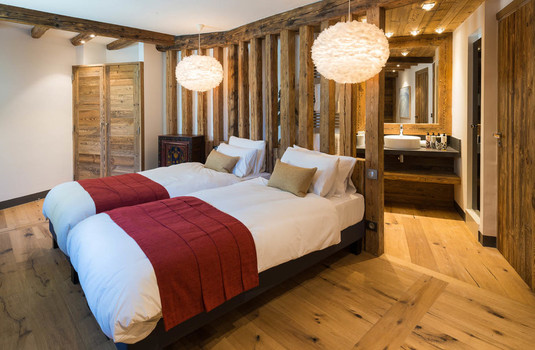 Chalet Papillon Bedroom 2