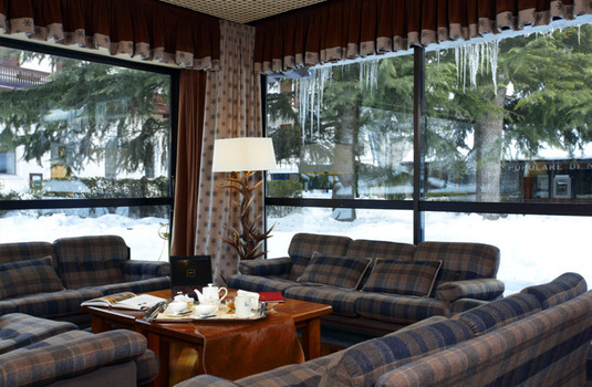 Resort carousel hotel royal e golf lounge