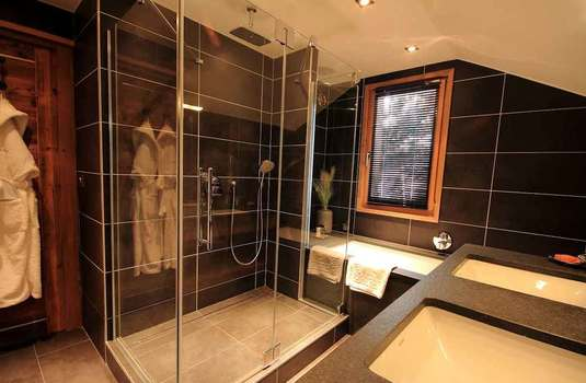 Chalet Genepi Bathroom