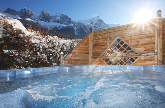 Chalet Cachat Hot Tub