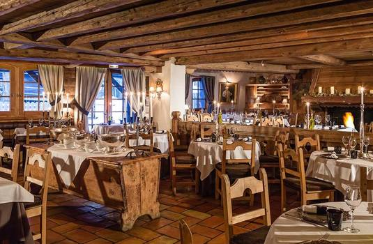 Resort carousel hotel le fer a cheval dining 2