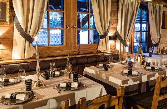 Resort carousel hotel le fer a cheval dining 1