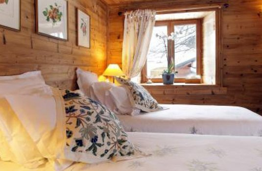 Resort carousel chalet chez nous   bedroom 3