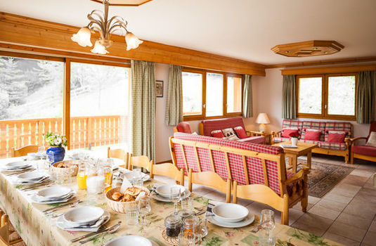 Chalet Foehn - Dining Table