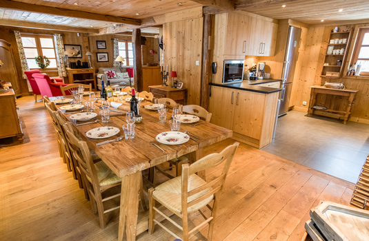 Chalet Les Oursons - Dining Area