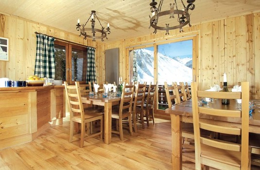 Resort carousel chalet les arolles   dining table