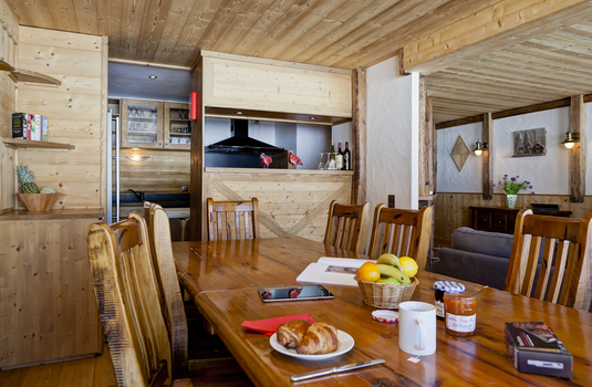 Chalet Lily - Dining Room