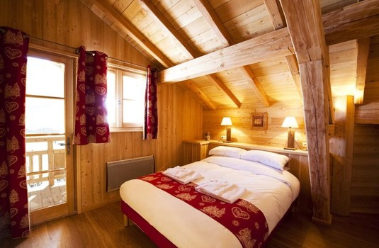 Resort carousel chalet la ferme   bedroom
