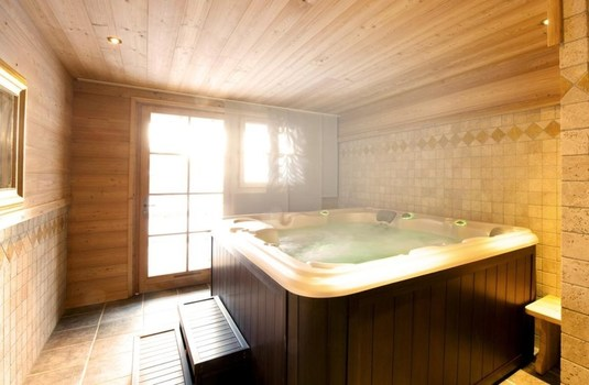 Resort carousel chalet la ferme   hot tub