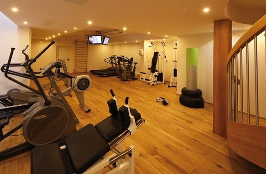 Resort carousel hotel montana   gym