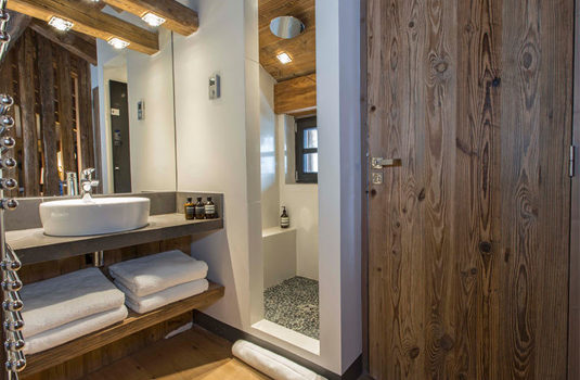 Chalet Iona bathroom