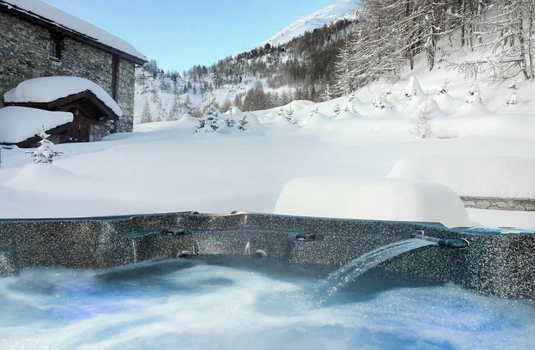 Apartment Sarire - Hot Tub.jpg