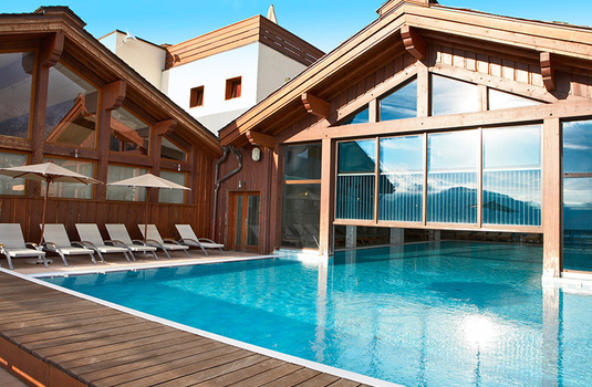 Resort carousel club med peisey vallandry outdoor pool