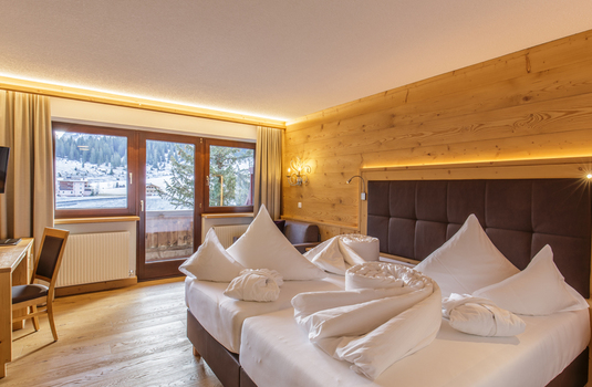 Resort carousel hotel plattenhof lech bedroom