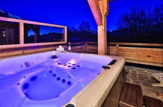 Resort carousel chalet rebeque hot tub