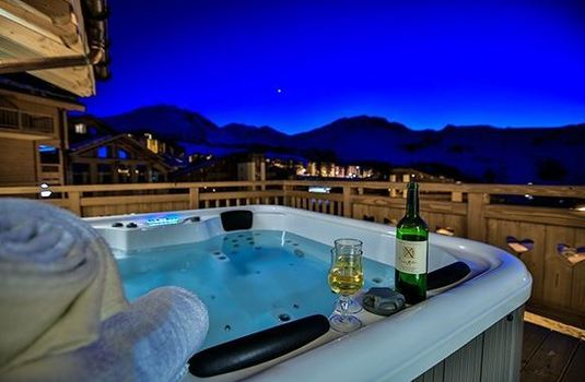 Resort carousel chalet silene hot tub