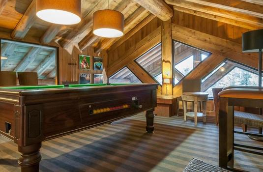 chalet-lupin-pool-table