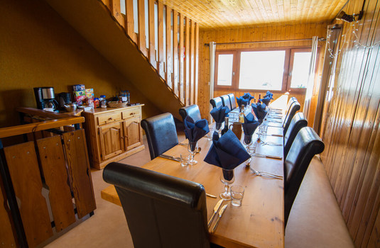 Resort carousel claret chartreux tignes dining