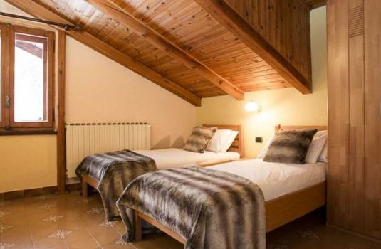 chalet-le-valentin-twin-bedroom2