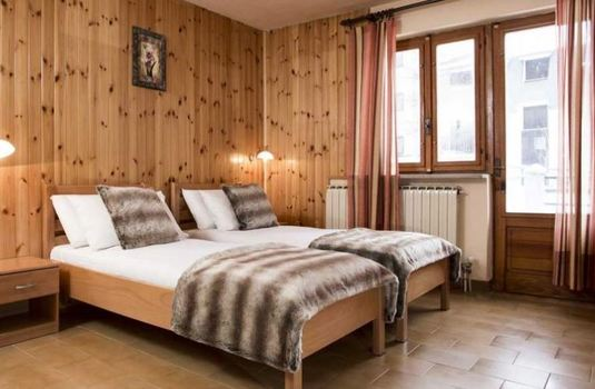 chalet-le-valentin-twin-bedroom
