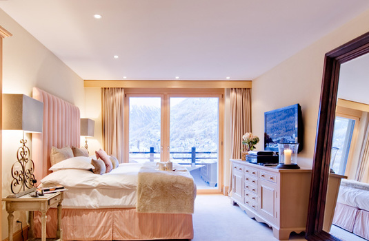 Chalet-Grace-Bedroom.jpg