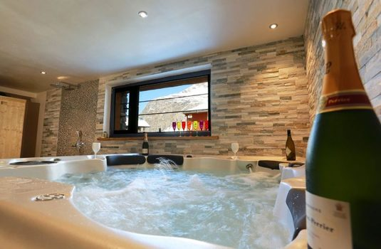 Resort carousel chalet d isere hot tub