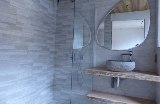Resort carousel chalet d isere shower