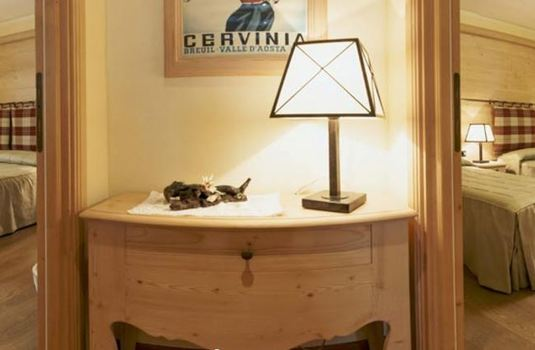Resort carousel hotel edelweiss cervinia family suite