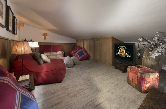 Chalet-LeNamaste-TV-Room