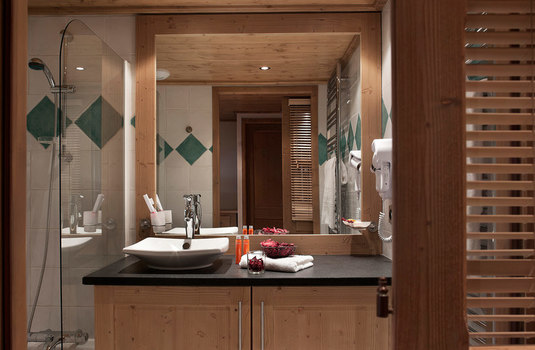 Resort carousel chalets jouvence bathroom