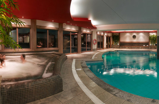 Resort carousel clarines jacuzzi pool