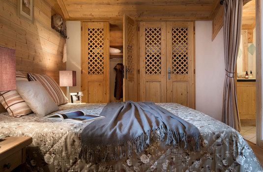 Resort carousel ferme sainte foy bedroom