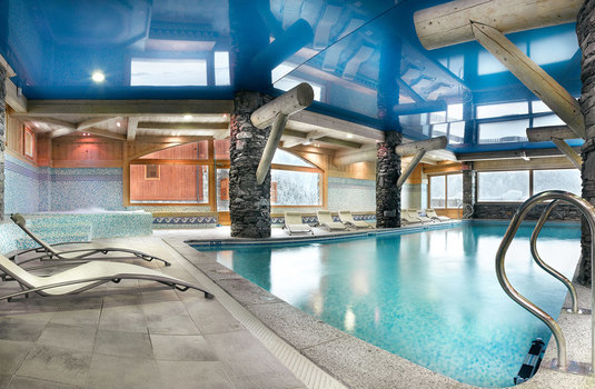 Resort carousel ferme sainte foy pool