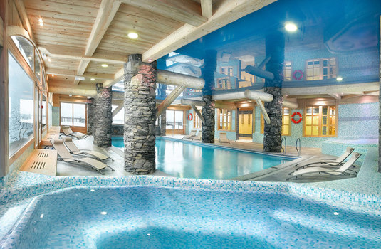 Resort carousel ferme sainte foy pool view