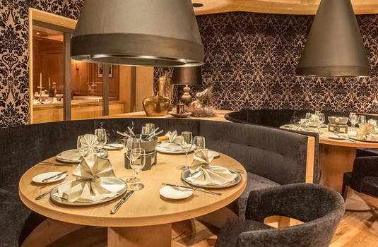 Resort carousel hotel edelweiss gurgl dining booth