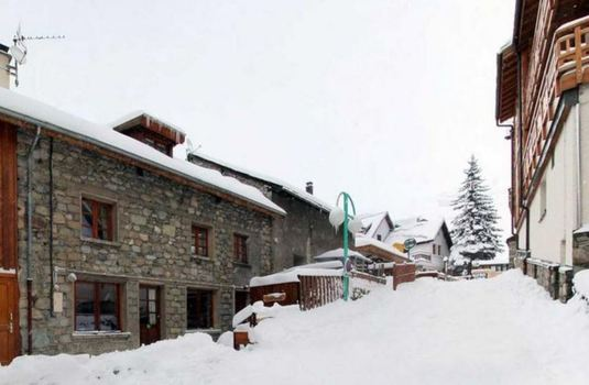 chalet-ruby-exterior