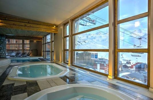 Resort carousel chalet clementine jacuzzi