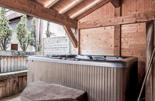 Resort carousel chalet la musardiere hot tub
