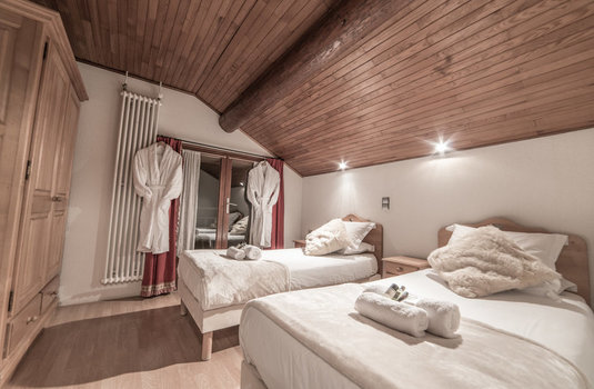 Resort carousel chalet la musardiere twin bedroom