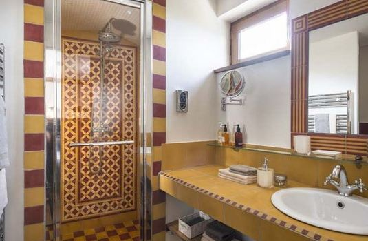 Resort carousel chalet corelli bathroom