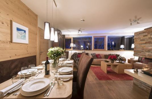 chalet-stratus-dining-room