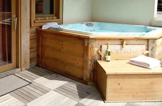 Resort carousel chalet atelier hot tub
