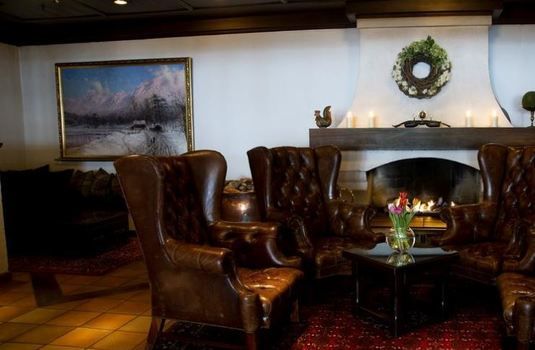 Dr.-Holms-Hotel-living-area