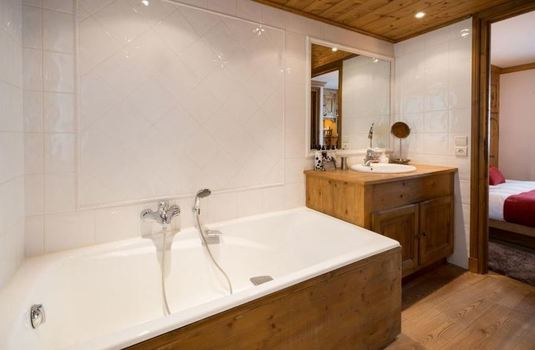 Bulle-de-neige-bathroom2