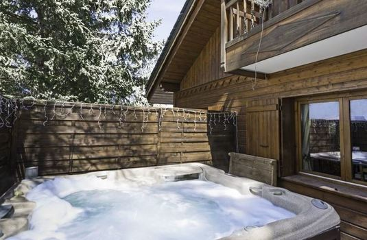 Bulle-de-neige-hot-tub