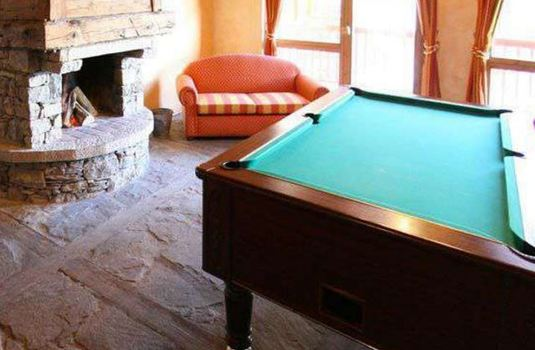 Resort carousel residence arolles pool table