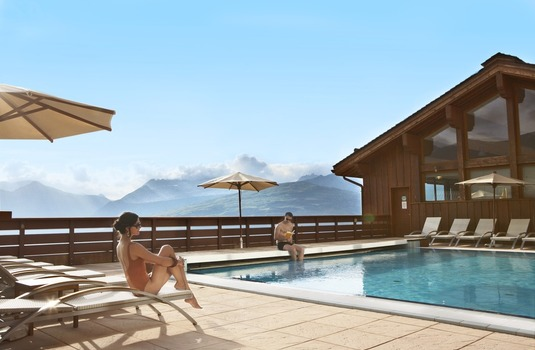 Resort carousel club med peisey2 pool