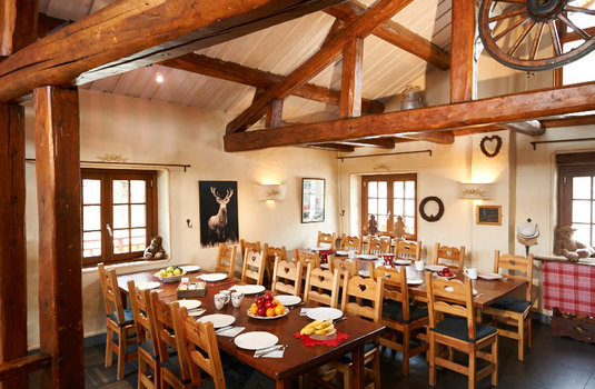 chalet-mouria-dining